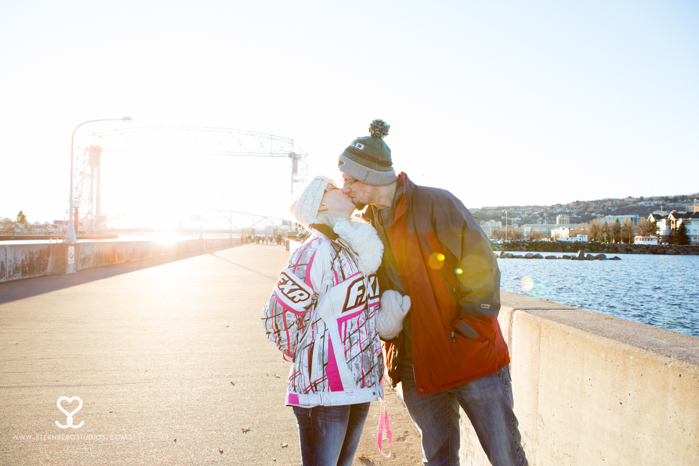 duluth proposal photography kiss lift bridge